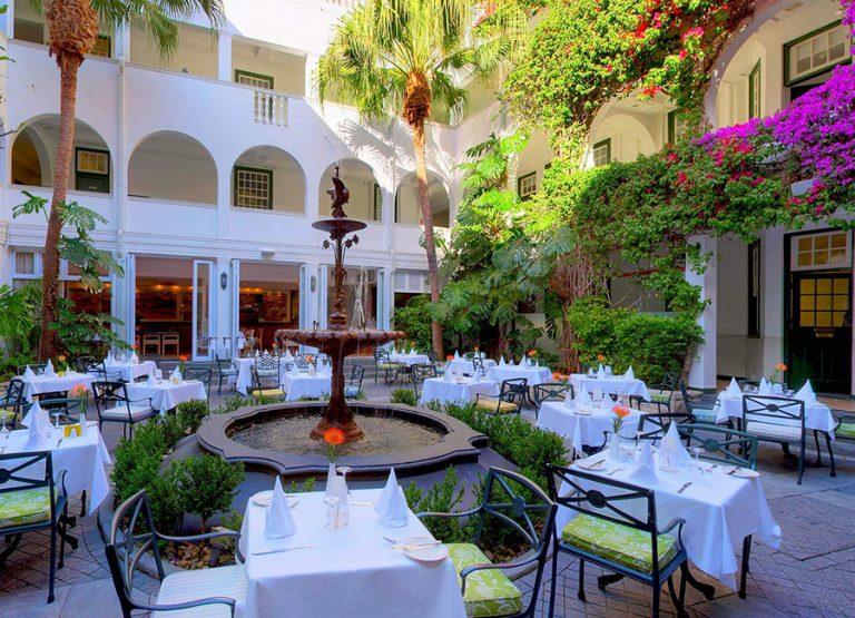 Innegården på Winchester Mansions hotell i Kapstaden