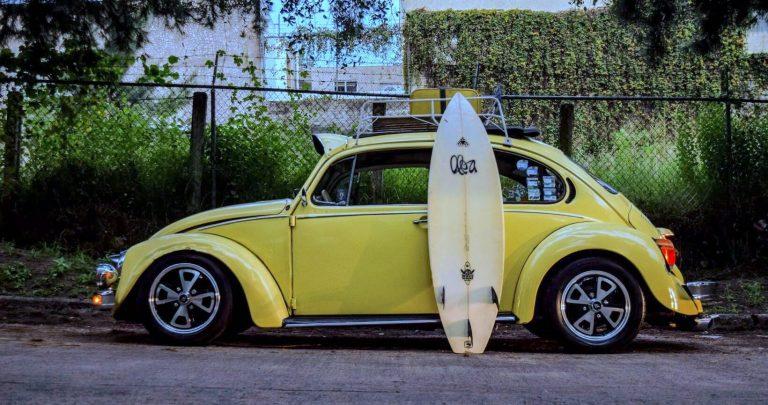 Surfingbräda på en resa till Sydafrika och Kapstaden.