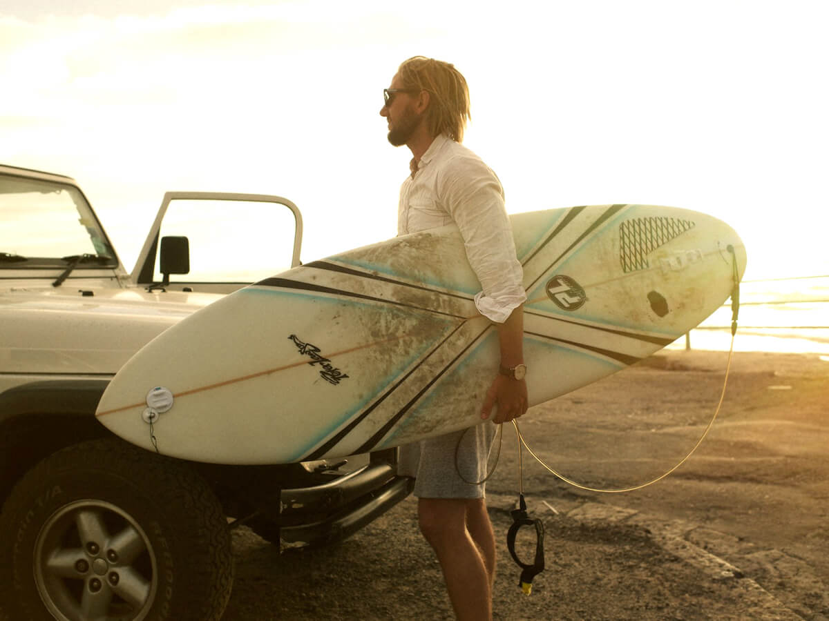 Sydafrikaexperten Dennis Jonsson surfar